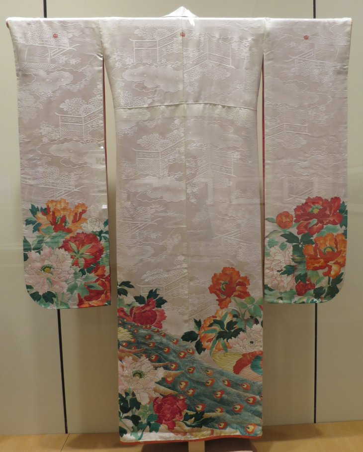 Wedding_kimono,_Japan,_c._1925,_Honolulu_Museum_of_Art,_5647.1.JPG